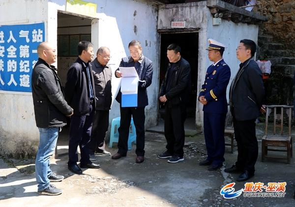 巫溪县县长龚均率队开展清明节前消防安全检查